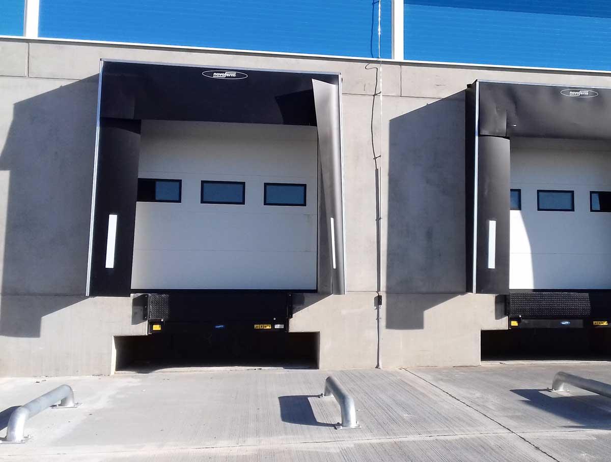usi garaj sectionale industriale cu ferestre