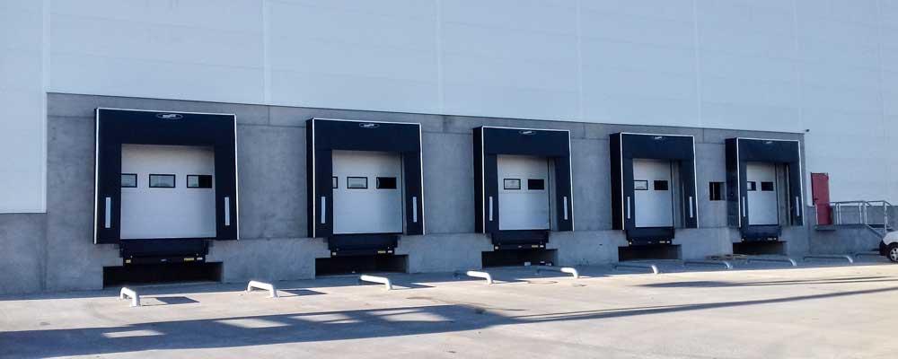 usa de garaj sectionala industriala cu fereastra pentru descarcare marfa - HB Construct